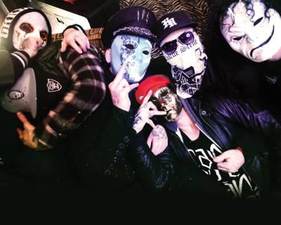 Hollywood Undead (2011)