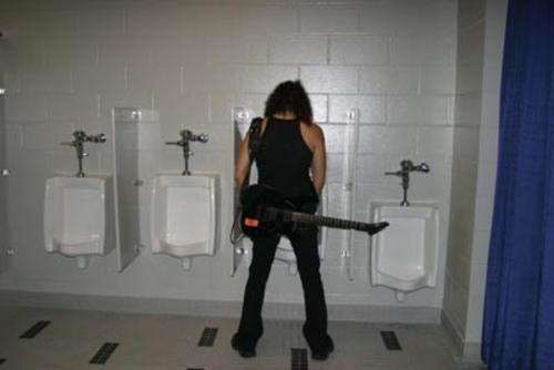 Kirk Hammett piss
