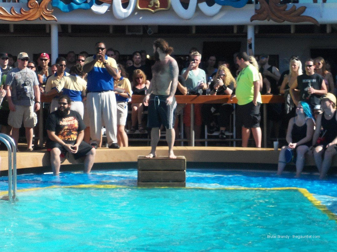 70,000 tons belly flop contest